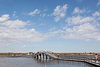 湿地栈道与拱桥