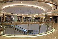 现代风格的商业中心大厅