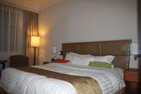 酒店宾馆的大床房房间