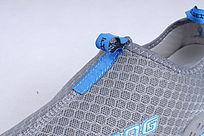 蓝色网布鞋前中细节