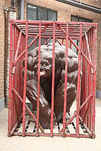 北京798创意雕塑困住笼子中的怪兽