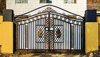 黑色对开拱型栅栏院门