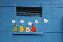 蓝色墙体的创意背景墙