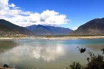 美丽的山地湖泊
