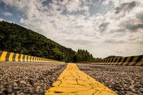 龟裂的山路
