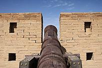 嘉峪关的古代大炮
