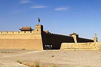 蓝天下的嘉峪关古城墙