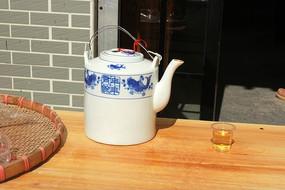 青花瓷茶壶茶杯