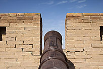 镇守嘉峪关的古代铁炮