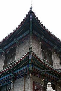传统中式建筑北京医科大学教学楼屋檐