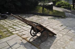 旧时候的大木板车