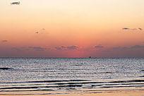 日出前的海上风光