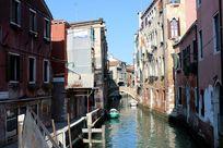 威尼斯城堡区小河道