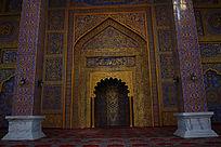 金碧辉煌的清真寺大门建筑