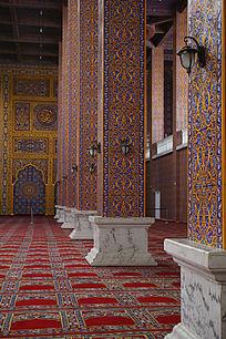 精致的清真寺立柱建筑