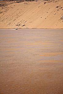 黄河中的摩托艇