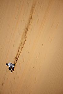 宁夏中卫沙坡头的滑沙旅游项目