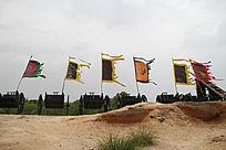 镇北堡西部影城古代战场上飘扬的旗帜