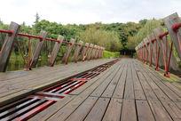 公园木质镂空桥梁