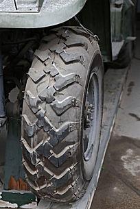 军博展品国产火箭布雷车轮胎