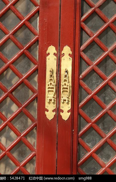 红木窗户上的传统图案图片