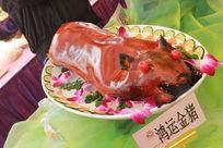 广东特色菜烤乳猪鸿运金猪