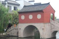古镇孔桥与房屋