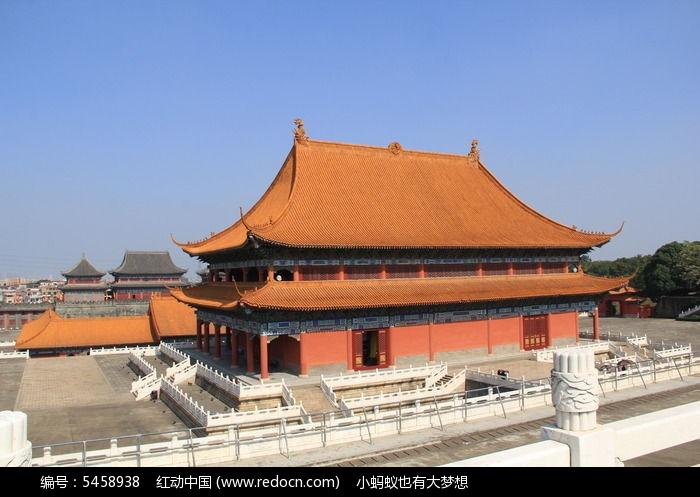 蓝天 雄伟的宫殿 侧拍皇宫建筑 古典建筑图片