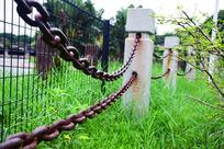 铁索石柱围栏特写