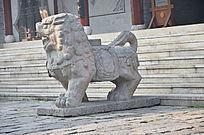 怒吼的石狮子雕像