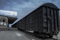驶向旧时代的火车