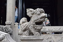 张嘴的狮子雕塑