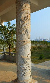 石柱龙纹浮雕