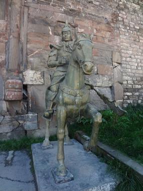 武士雕刻像