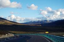 高原上的公路