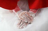 结婚现场端坐着的新娘手部