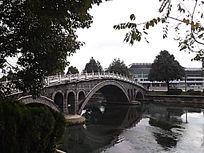 腾冲三桥广场的石拱桥