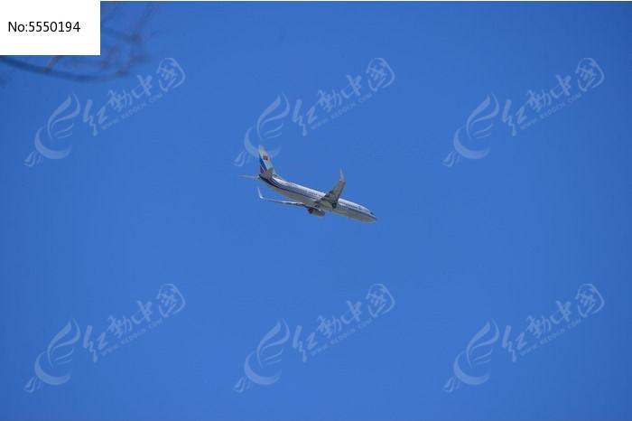 蓝天与飞机图片,高清大图