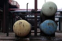 北京798文化艺术区彩色的储油罐