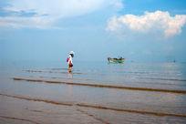 海平线上的小舟