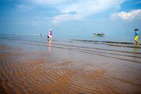海滩上的少女