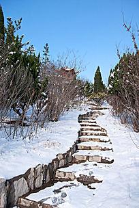 园林山路雪景