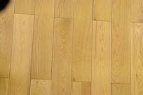 黄色实木地板