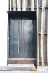 以竹子做墙面的大门背景素材