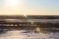 阳光下的雪地