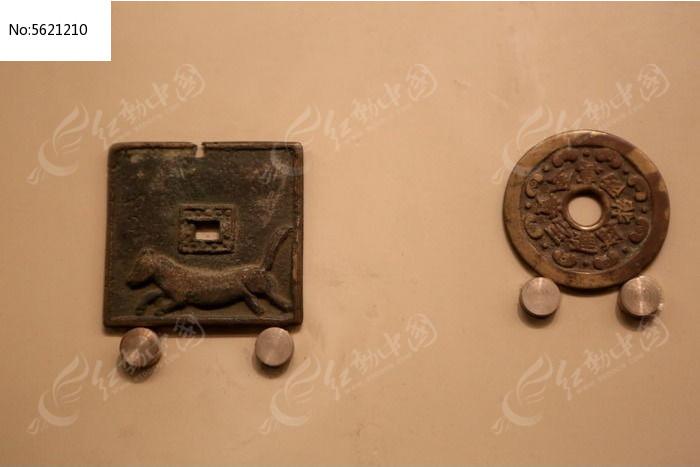 古代方形方孔虎纹铜钱币