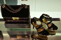 商场里的鞋包