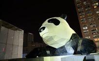 午夜熊猫雕塑