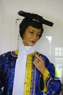 满族女子传统服饰蜡像