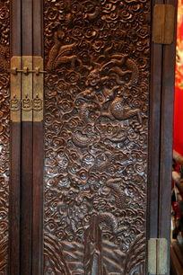 古代衣橱龙纹雕刻图案